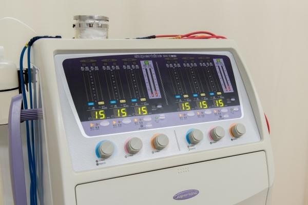 干渉電流型低周波施術器「スーパーカイネ」